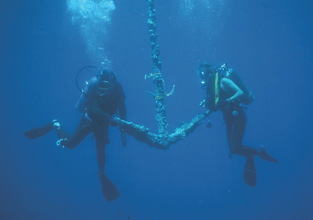 Wreck Hunters - Anchors away! A key moment in any wreck excavation - raising the anchor.